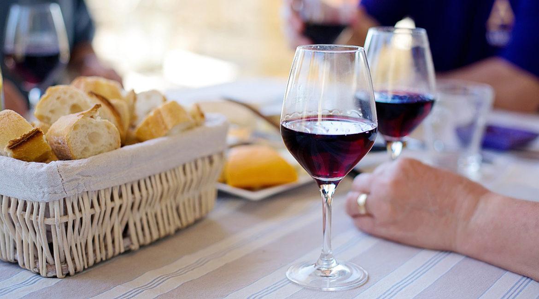 9 benefícios do consumo de vinho
