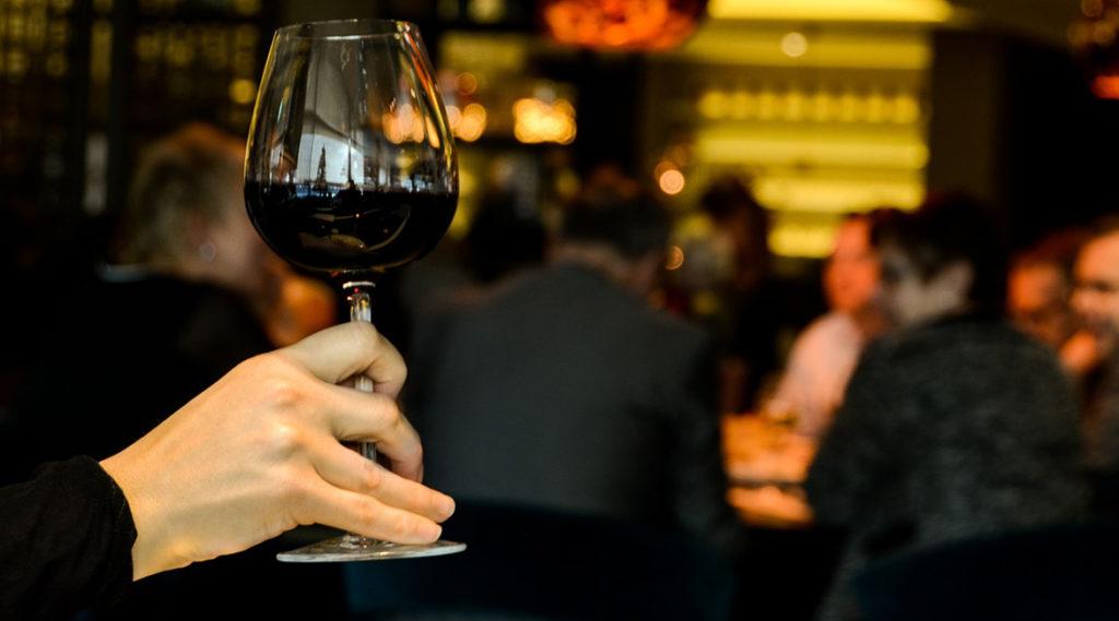 9 benefícios do consumo de vinho para a saúde