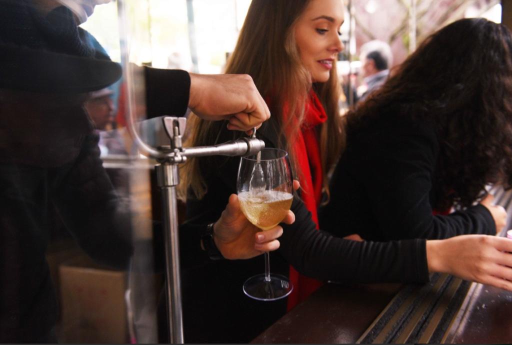 Retorno do vinho encanado encanta Bento Gonçalves