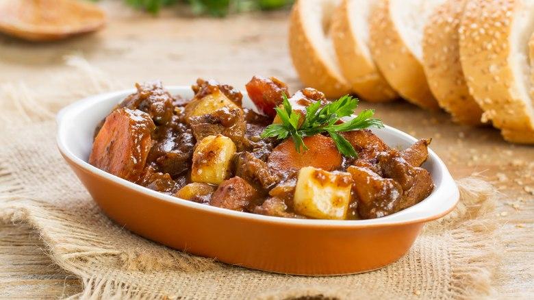 Carne de panela com um toque de Cabernet
