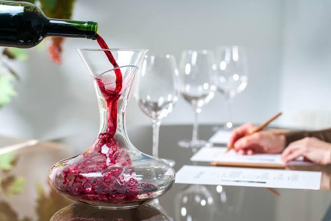 Há problema em beber vinho com sedimentos?