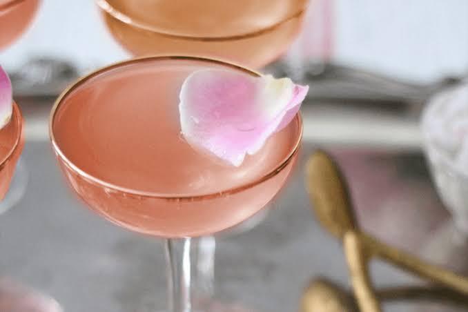 Pink Fizz: drink rosa e delicado com vinho rosé