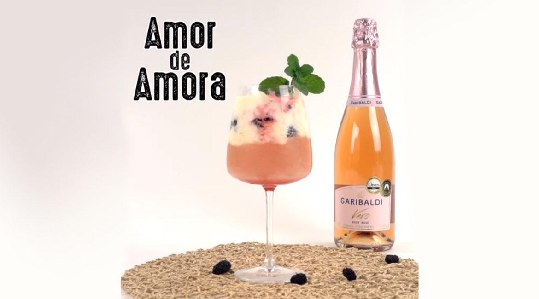 Amor de Amora: drink com sorvete e espumante rosé