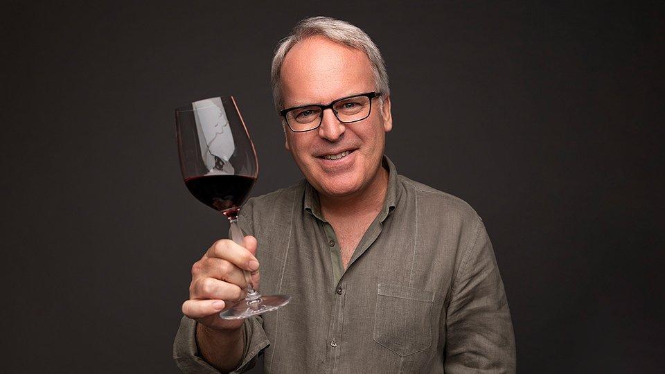Quem é James Suckling e por que ele é importante para o mundo do vinho?