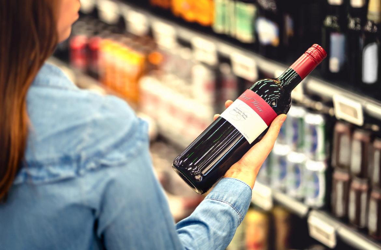 Para colecionadores: como remover o rótulo do vinho com segurança