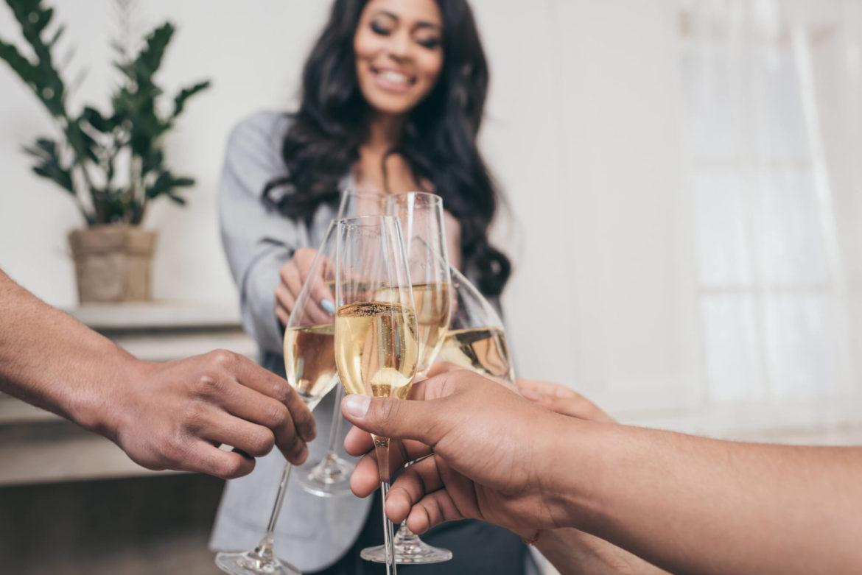 Por que a taça de espumante é diferente da de vinho?