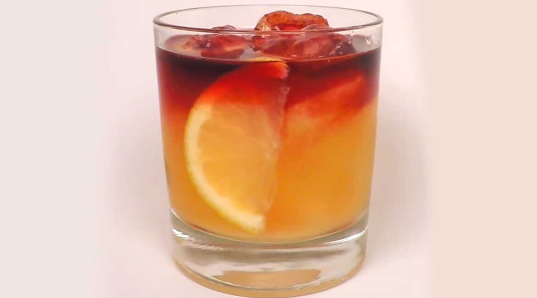 New York Sour: drink de vinho tinto e uísque