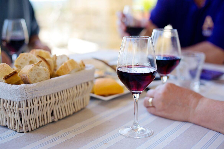4 substâncias no vinho que o tornam aliado da saúde